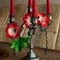 Blütendeko am Kerzenständer