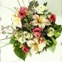 Filzblüte in echtem Blumenstrauß