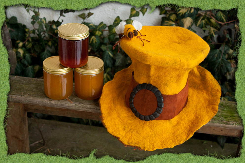 Gefilzter Imkerhut mit Biene