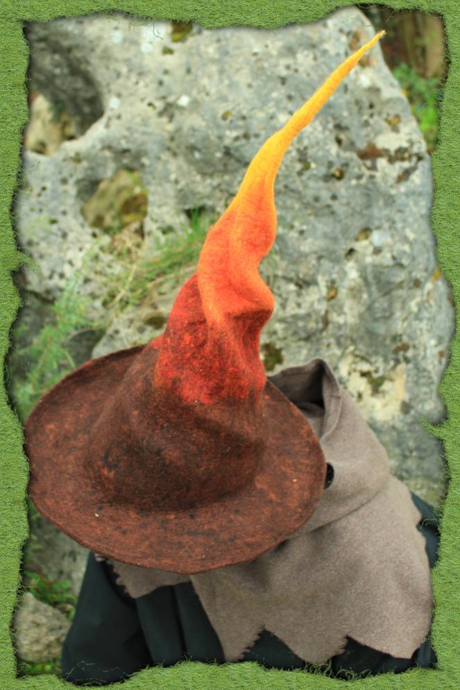 Verdrehter Feuermagier-Hut 2