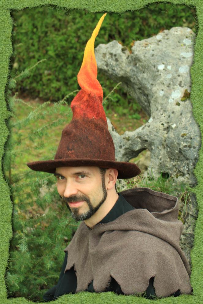 Verdrehter Feuermagier-Hut
