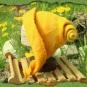 Geschneckelter sonnengelber Filzhut