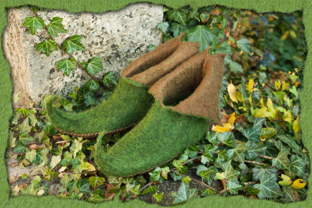 Elfenschuhe aus braunem und grünem Filz 2