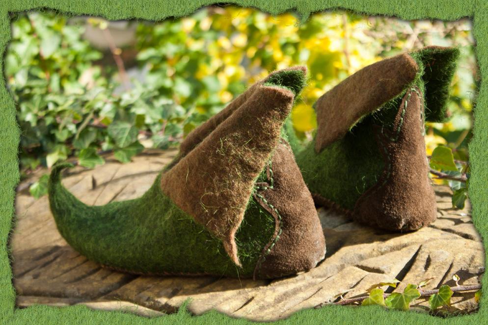 Elfenschuhe aus braunem und grünem Filz