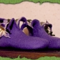 Lila Blütenschuhe