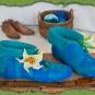 Blaue Filzschuhe mit Lilie