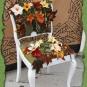 14-10-12-Filzblumen-auf-weissem-Praesentierstuhl